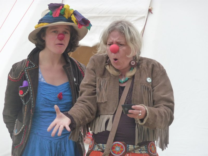 Clown Charlotte und Assistentin